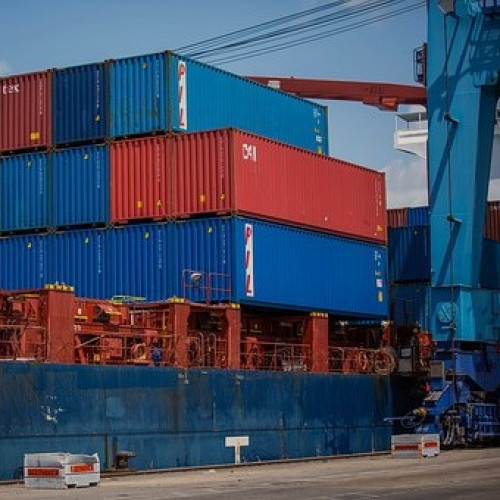 shipping-containers-1096829__340.jpg