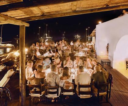 Calendario completo delle riaperture per bar, ristoranti, matrimoni e parchi tematici